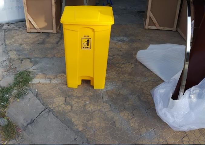 Thùng rác đạp chân 68L màu vàng